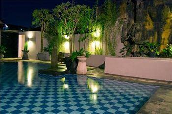 Kelebihan lainnya dari Abadi Hotel Jogja ada pada kelengkapan fasilitas dan kualitas pelayanan yang ditawarkan. Meski baru berpangkat sebagai hotel bintang 3, Abadi Hotel Jogja menyediakan fasilitas kolam renang dan layanan spa. Wajar jika Abadi Hotel Jogja dianggap sebagai hunian yang tepat untuk bisnis, wisata, maupun bulan madu. Book this hotel now http://www.voucherhotel.com/indonesia/yogyakarta/418827-abadi-hotel-jogja-yogyakarta/