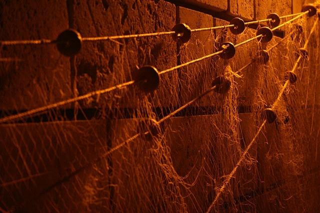 απλωμένα δίχτυα στο λιμάνι του Ηρακλέιου.    μηχανή Canon EOS 400D φακός Canon ef-s 18-55, διάφραγμα 5,6 , ταχύτητα 1/30 , ISO 1600     http://bamboonets.com/netting-techniques-2/