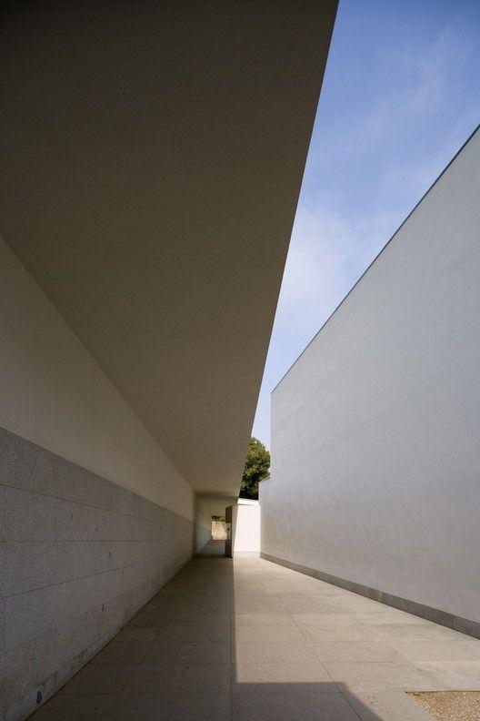 5dcff9b1a2 Galeria de Museu de Serralves, de Álvaro Siza, pelas lentes de Fernando  Guerra - 5   Alvaro Siza Vieira   Innovative architecture, Architecture, ...