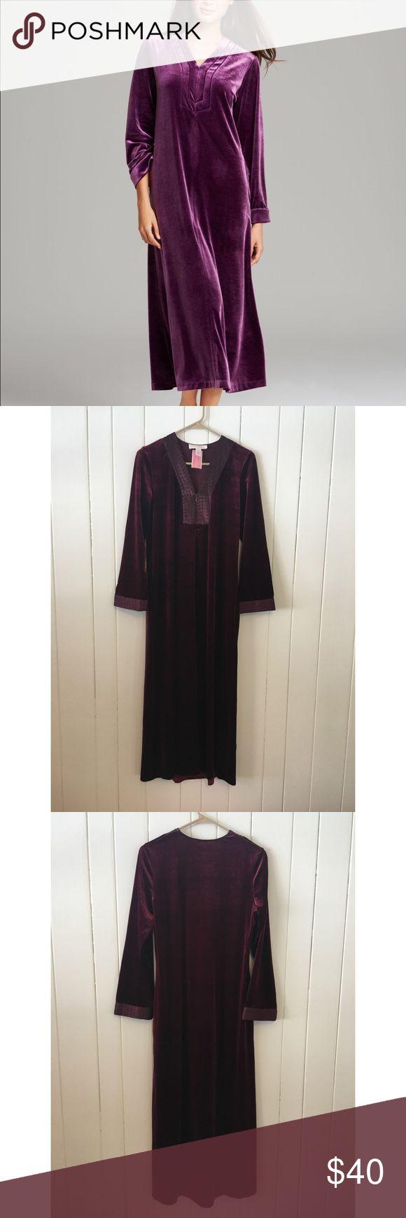 Oscar De La Renta Velvet Zahara Nights Nightgown NWT Oscar De La Renta Pink Label velvet nightgown dress. Size small. Oscar de la Renta Dresses Maxi