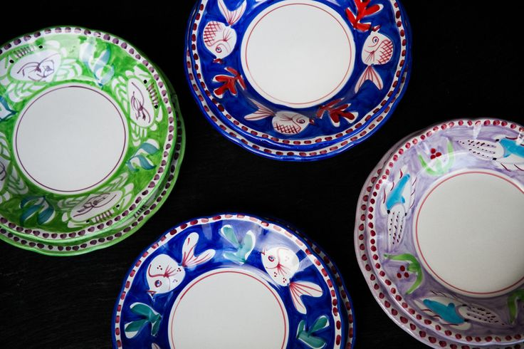 Handmade by: Solimene Material:Ceramic Dimensions: Dinner Plate: 26 cm. Soup & Pasta Bowl: 24 x 4 cm. --- About the Product: Bright colors characteri...