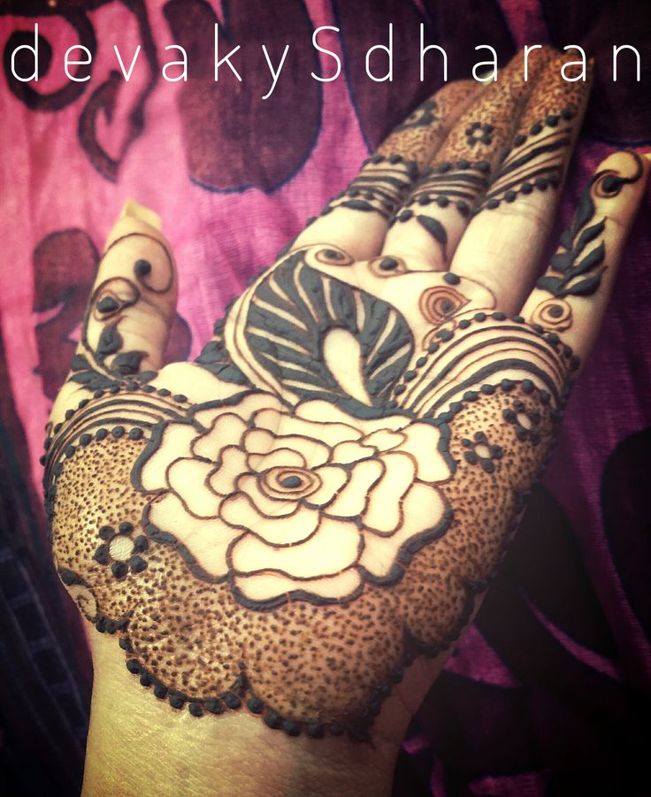 Wow! This is gorgeous!! Arabic Henna Palms.