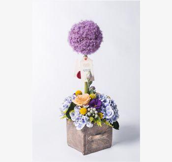 DOLCE | Dolce 18.yy Fransız budama sanatı Topiary'den esinlenerek hazırlanmış bir düzenlemedir. Allium, ortanca, solidago, brunia ve Peach Avalanche güllerin bir araya gelmesi ile hazırlanmaktadır. | Bloom and Fresh