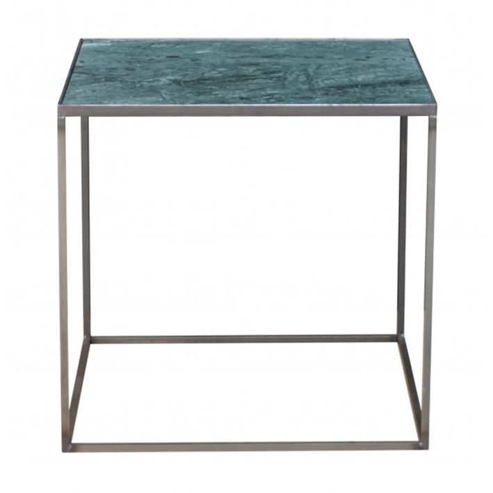 Smukt lille side/natbord fra Danske Clarrods. Denne model er med grøn marmor og massivt jernstel. Et fint lille kvalitetsbord, du kan have glæde af i mange år. Yderligere information: Mål: Højde 45 x bredde 46 x dybde 46 cm. Vi sender fragtfrit til dig, og der er selvfølgelig 14 dages returret på alle varer. Hvis du har andre spørgsmål, er du velkommen til at skrive til os på info@Katrines.com, kontakte os på chatten, eller ringe til os.