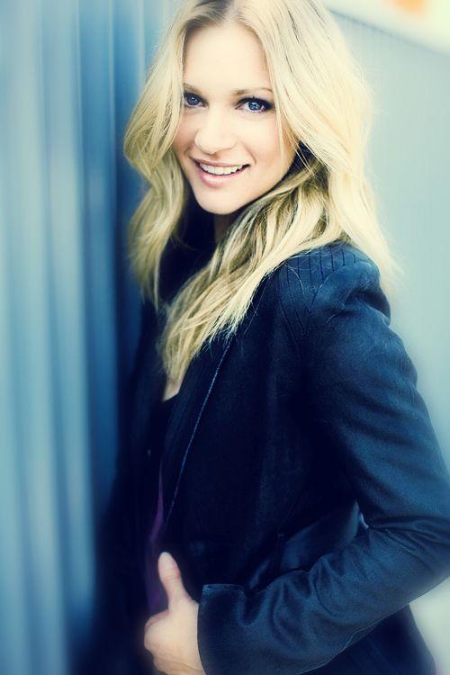 A.J. Cook, Agent Jennifer Jereau of Criminal Minds. She is so pretty.