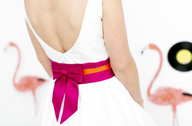kurze Brautkleider, 50er mit farbigem Gürtel (www.noni-mode.de - Foto: Hanna Witte, Violeta Pelivan, Le Hai Linh)