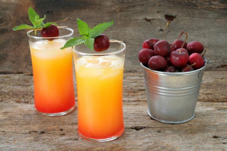 Sex on the beach : le cocktail plaisir Pour le réaliser il vous faut : - 4 cl de vodka - 2 cl de liqueur de pêche (vous pouvez aussi mettre de la liqueur de melon) - 6 cl de jus d'ananas - 6 cl de jus de canneberge (cranberry) - 6 glaçons