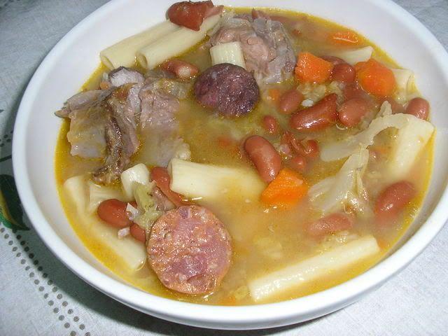 Receitas - Sopa de feijão com couve - Petiscos.com
