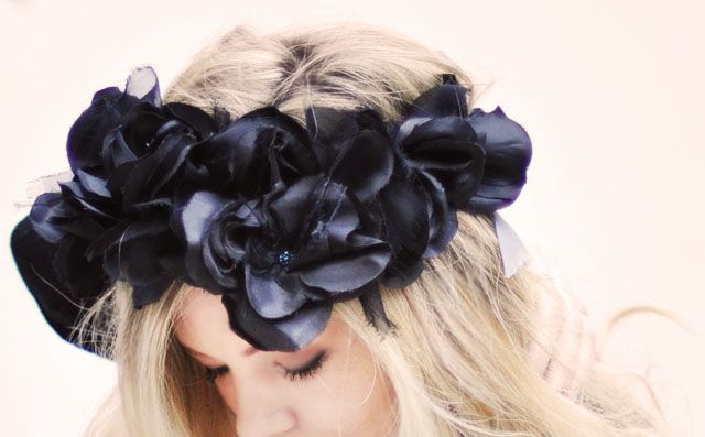 DIY Black Flowers Head Crown | Pretty Punk Princess I'd like it with colors, but this is verrrrrrry cute!