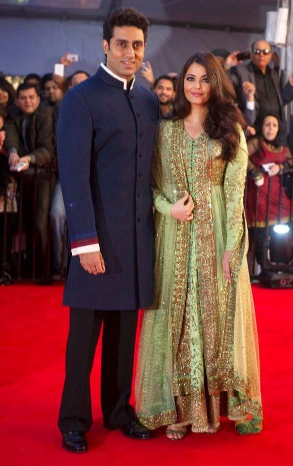 Aishwarya & Abhishek Bachchan at the TOIFA red carpet
