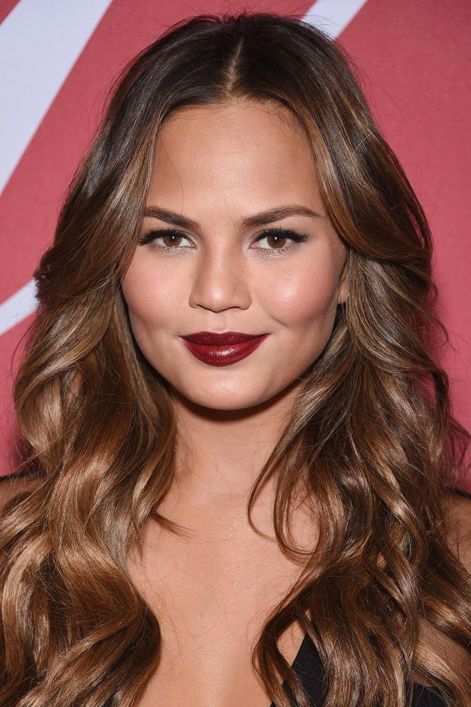 Tintes De Otono El Mejor Para Ti Chrissy Teigen Coralombrehair Hair Color Dark Chrissy Teigen Hair Hair Color