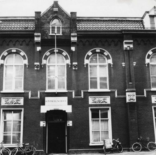 1967. A view of the façade of the building of the Amsterdamse Toneelschool at the Marnixstraat in Amsterdam. #amsterdam #1967 #AmsterdamseToneelschool #Marnixstraat