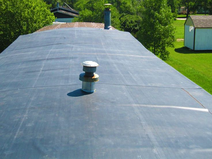 Your manufactured home has a metal roof. It also leaks, and you're tired of it! You've been contemplating a rubber roof, but don't know much about it. Then read on! This article will provide you with some useful insight. Generally, rubber roofs are available in two forms – seam and seamless. You may also see ... Continue Reading about  Rubber Roofing for Mobile Homes – Understanding Different Roof Options