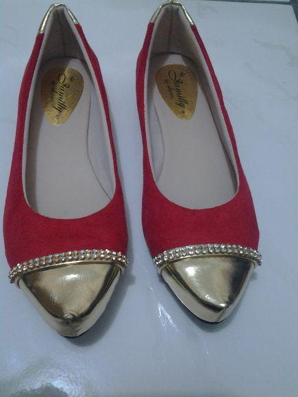 sapatilha vermelha bico dourado | BellaCalçados