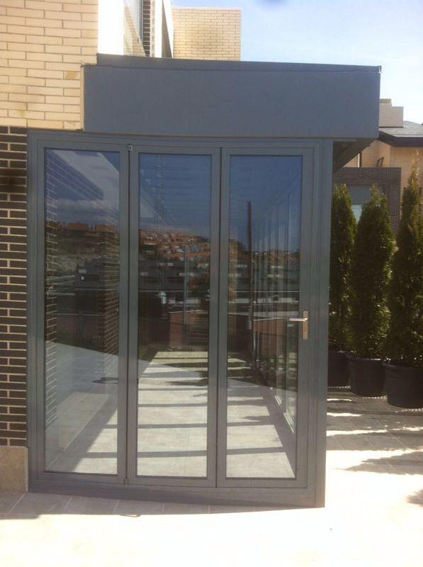 https://flic.kr/p/mXK9cj | Cerramientos plegables | Cerramiento con nuestras plegables Solarlux. La mejor forma de ampliar la vivienda sin perder la posibilidad de disfrutar del espacio abierto que nos proporciona un porche o terraza.