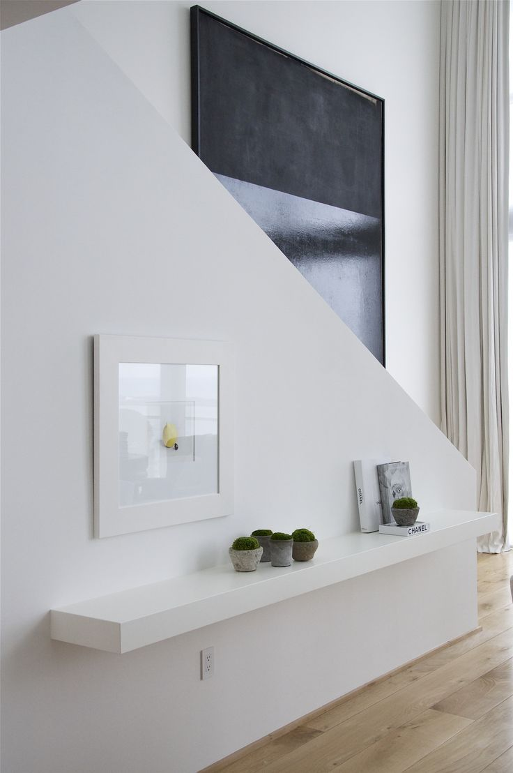 simple white floating shelf and dramatic art - Biscayne Blvd. Penthouse Briggs Edward Solomon ...voor de hal als er geen ladekast past!!