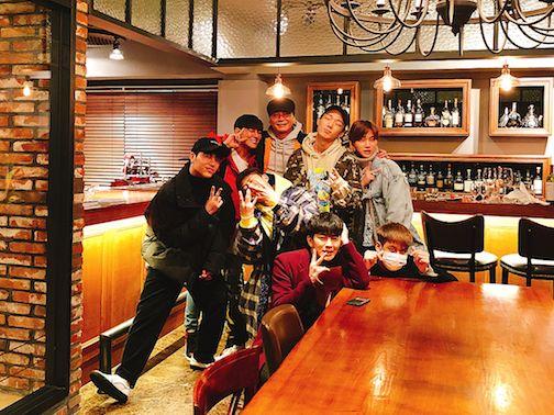 "Yang Hyun Suk fulfills iKON's ""Inkigayo"" win promise by taking them out to dinner | Koogle TV"