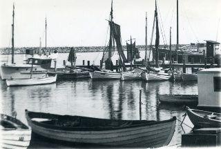 Fiskerbåde i Marstal fiskerihavn også kaldet Jollehavnen. Udateret. Marstal Søfartsmuseums arkiv.