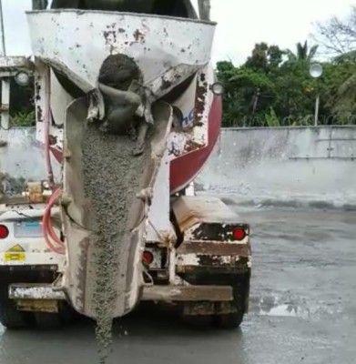 Encuentran cadáver en camión mezclador de cemento