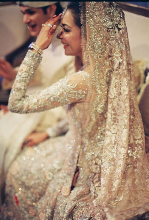Maliha aziz wearing her mothers creation on her wedding day