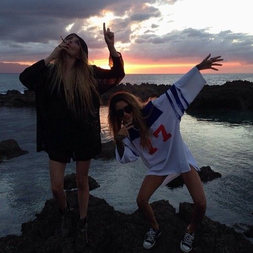 grunge, best friend goals, dark, girls