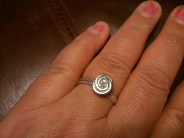 I made this ring today out of silver colored 16 gauge aluminum wire. I really like the way this one came out!