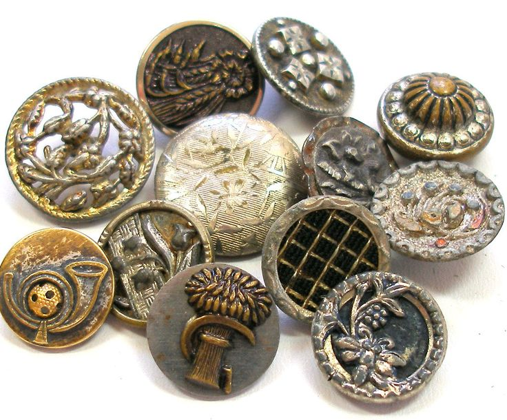 Vintage & Victorian buttons, mixed lot of 12 metal shabby chic in silver tones buttons, flowers.