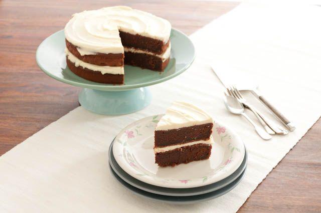 Saftiger Buttermilchkuchen mit einer frischen Creme.