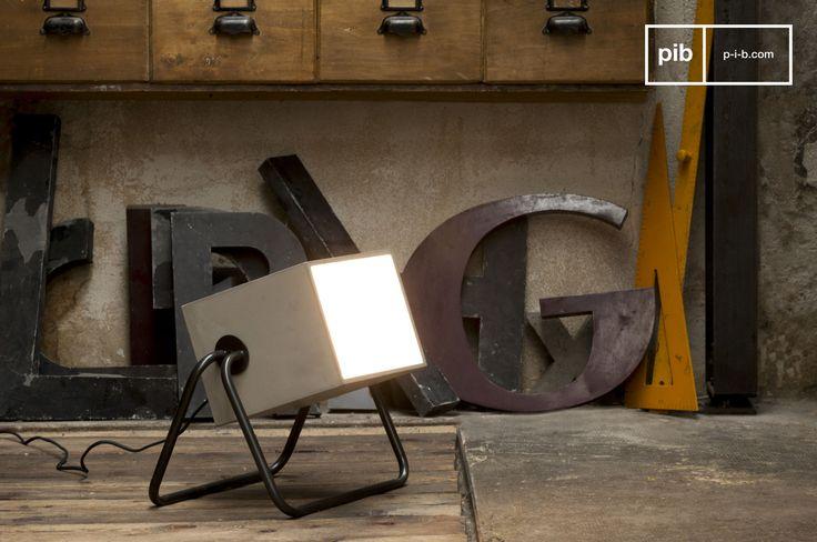 Zement und Metall für ein einzigartiges Design. Das Gestell aus schön geschwungenen Stahlrohren verleiht dieser Lampe Stabilität und schenkt Ihrem Interieur eine einzigartige Atmosphäre.