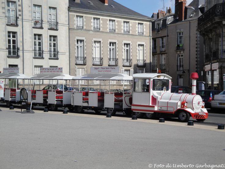 ... trenino turistico per city-tour  - Nantes (F) - 03 lug 2010 - © Umberto Garbagnati -