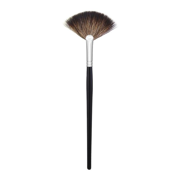 M601 - SOFT FAN A luxurious way to apply your highlighting powders or to whisk away or redistribute any powder products on the face
