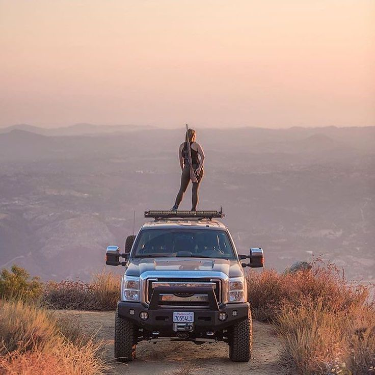 Front Runner roof rack turned zombie look out perch. _______________________________ #frontrunner #frontrunneroutfitters #slimline2 #roofrack #ford #offroad #overland #zombiewatch #hunt #hunting ______________________________ Photo Credit: @somedayadventure