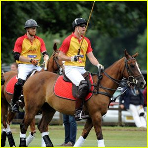 Los príncipes William Y Harry Jugar en Jerudong Trofeo Partido de Polo