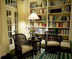 Nancy Meyers movie sets - Somethings Gotta Give - Living room shelves.jpg