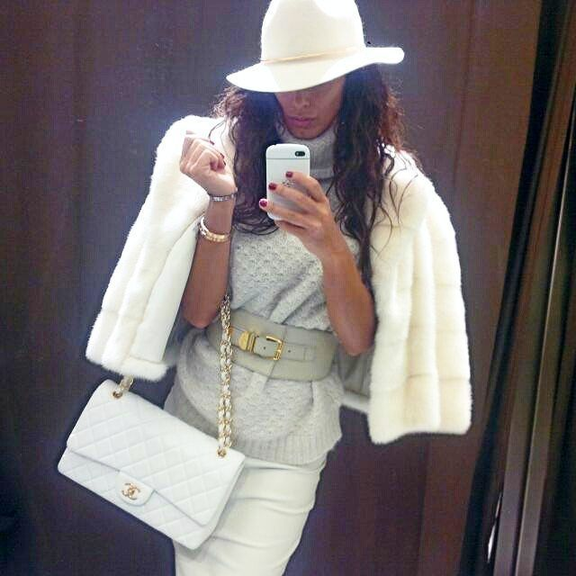 #inst10 #ReGram @confidenceswe: BlackBerry Q10 #blackberryq10 #blackberry #selfie #fashion #chanel #versace photo by @raffaellamodugno  #BlackBerryClubs #BlackBerryPhotos #BBer #BlackBerryQ10 #Q10 #QWERTY #Keyboard #BlackBerryGirls #Lady #2016 #Fashion #White