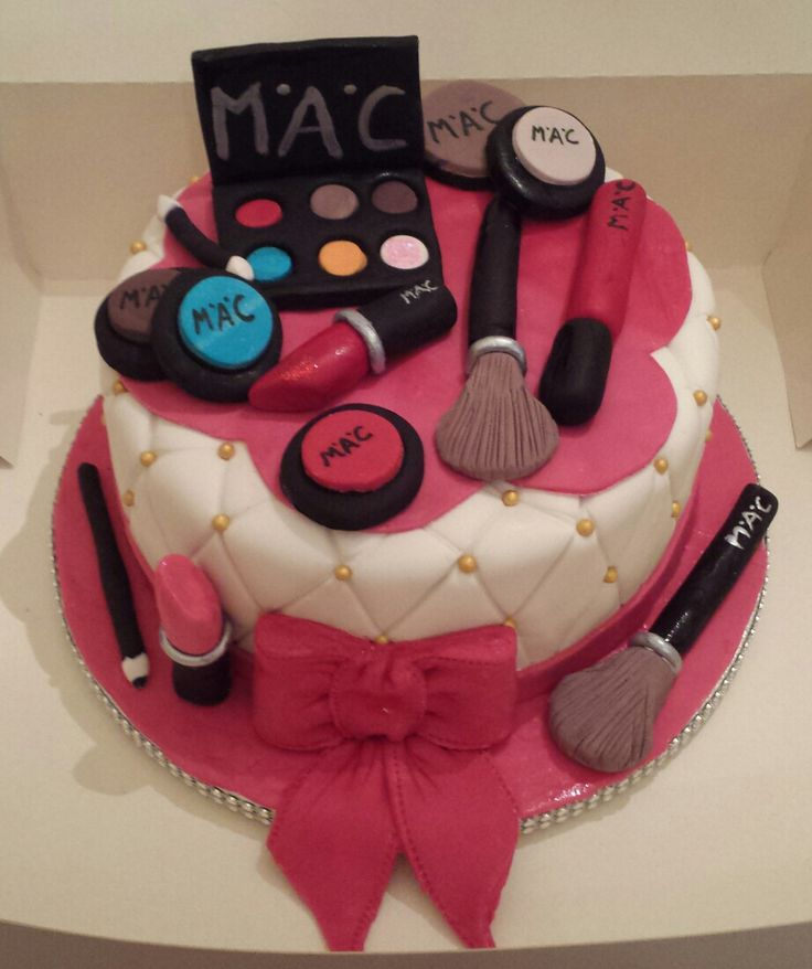 Mac Make-Up cake.