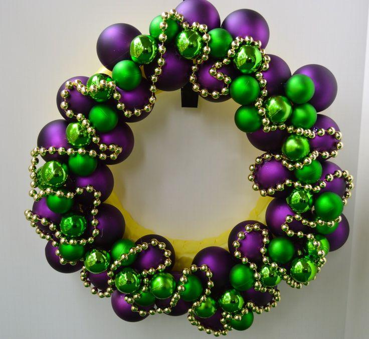 Make your own Mardi Gras Wreath.  #mardigras #wreaths #diy