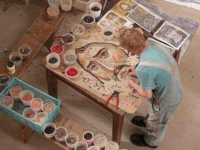 О радостях и сложностях работы с мозаикой, о секретах этого древнего искусства, о творчестве как со-работничестве Богу рассказывает руководитель мозаичной мастерской минского Свято-Елисаветинского монастыря.
