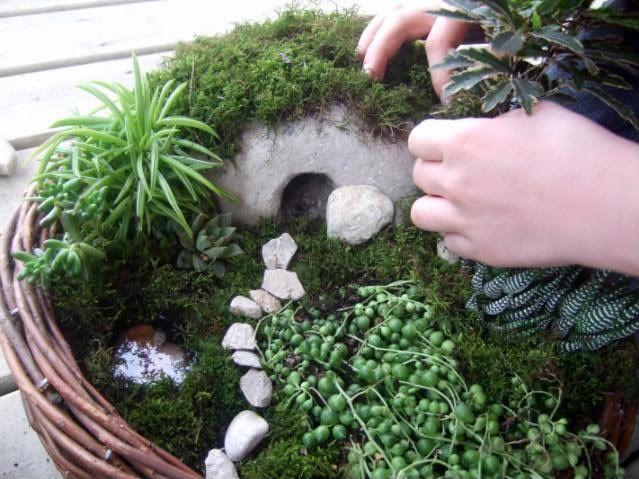 I really like this idea of the kids making an Easter Garden! What a beautiful visual and tangible idea for the kids! :)