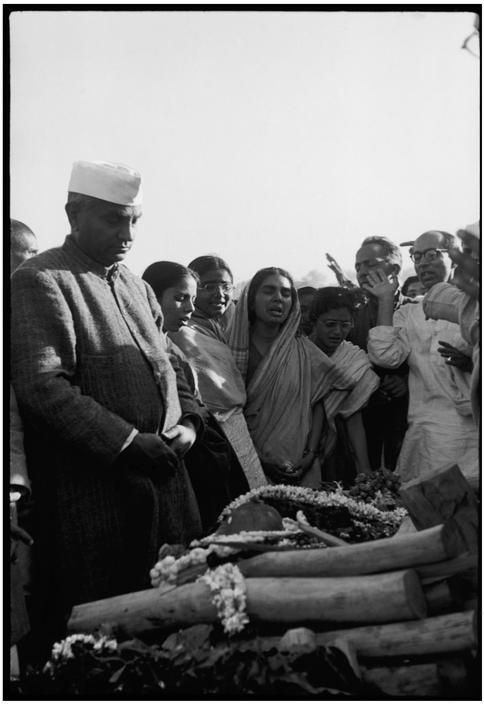 Henri Cartier-Bresson // India, 1947/1948 -  The cremation of GANDHI on the banks of the Sumna River. Left: The Prime minister Cri Jawaharlal NEHRU.