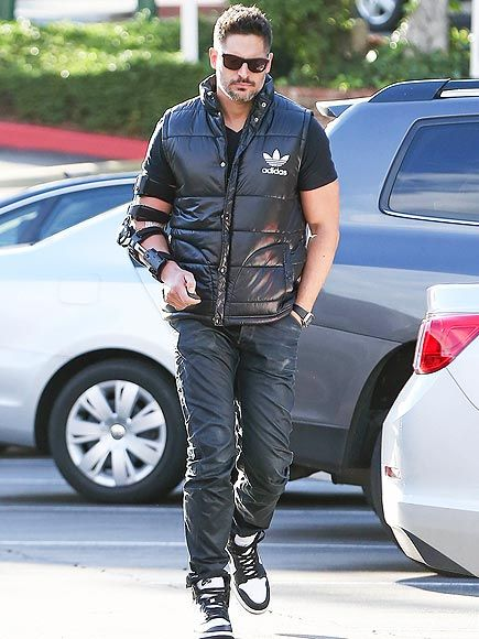 How Did Joe Manganiello Hurt His Arm? http://www.people.com/article/joe-manganiello-arm-cast-magic-mike-xxl
