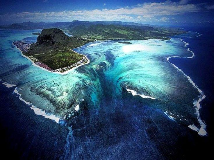イリュージョンな滝!モーリシャスの海に、これまで見たことのない種類の絶景があった! - Find Travel
