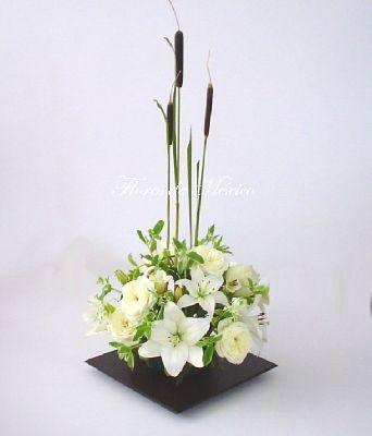 centros de mesa con gladiolas blancas - Buscar con Google