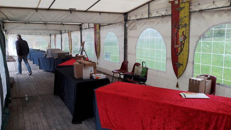 Vanmiddag hebben we onze stand ingericht op het Elfia evenement in Haarzuilens. Vanaf morgen gaan we, samen met onze auteurs Pepper Kay, Koen Romeijn, Daniël Meyer en Wessel de Valk helemaal 'los'... #futurouitgevers #wesseldevalk #koenromeijn #danielmeyer #pepperkay #elffantasyfair