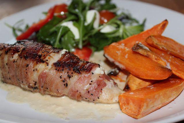 Fetaostfylld kycklingfilé inlindad i bacon - http://www.mytaste.se/r/fetaostfylld-kycklingfil%C3%A9-inlindad-i-bacon-2515738.html