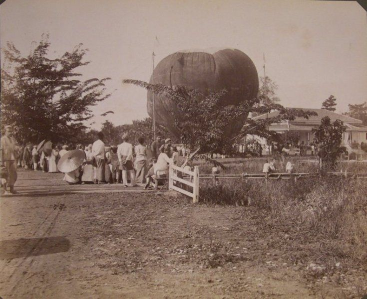 Een luchtballon in Medan, Sumatra, Indonesië (1883-1918)