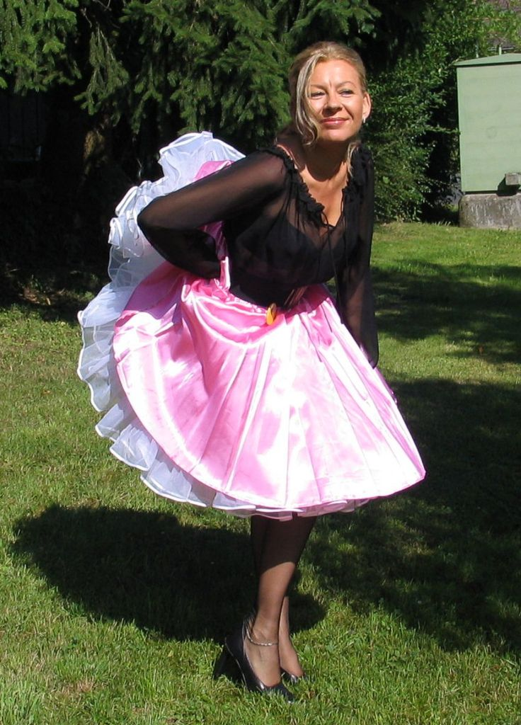 Pin By Rudy Wilson On Poofy Skirt Skirts Windy Skirts