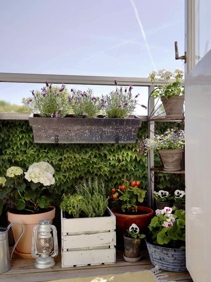 Canvas balcony screen with hedera print for more privacy on small balconies