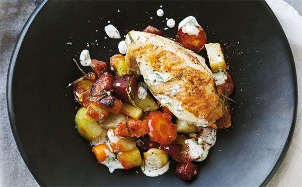 Opskrift på kylling med rodfrugter og hvidløgsdip