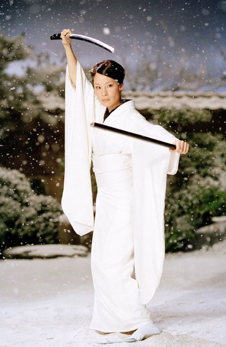 Lucy Liu sporting snow-white kimono and samurai swords as O-Ren Ishii in Kill Bill Vol. 1 (2003).